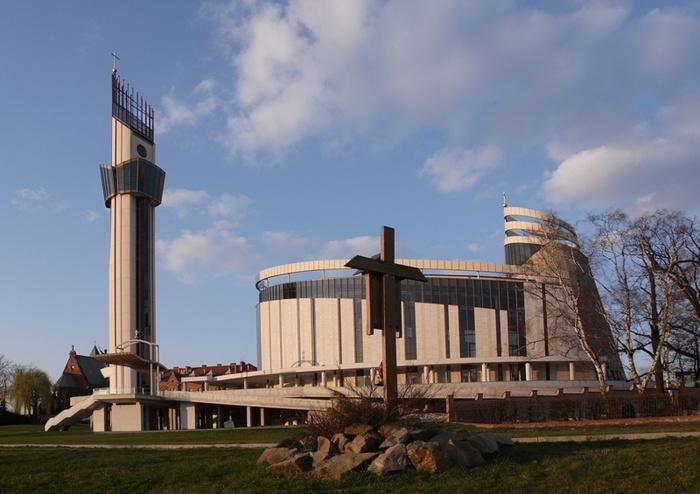 Санктуарій Божого Милосердя у Кракові-Лагєвніках (Польща). Нова будівля була освячена в 2002 році Папою Йоаном Павлом ІІ