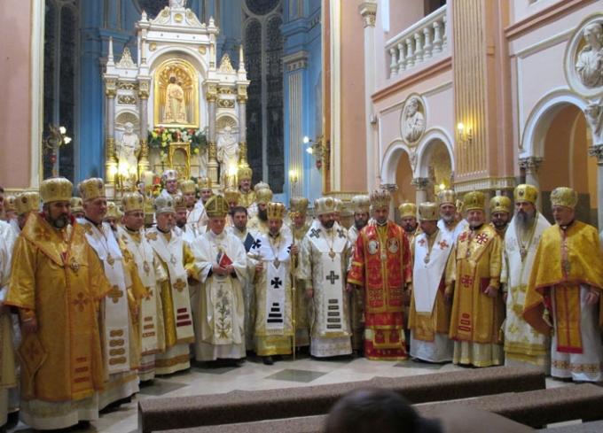 східні єпископи