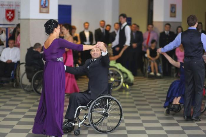 В Івано-Франківську відбувся бал на інвалідних візках