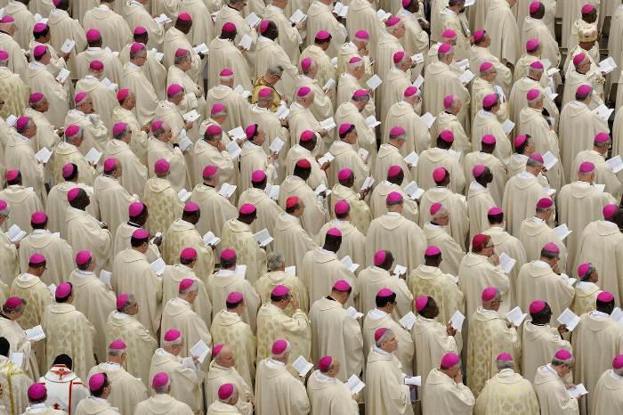 єпископи на канонізації
