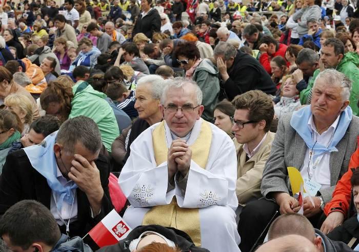 священик на канонізації