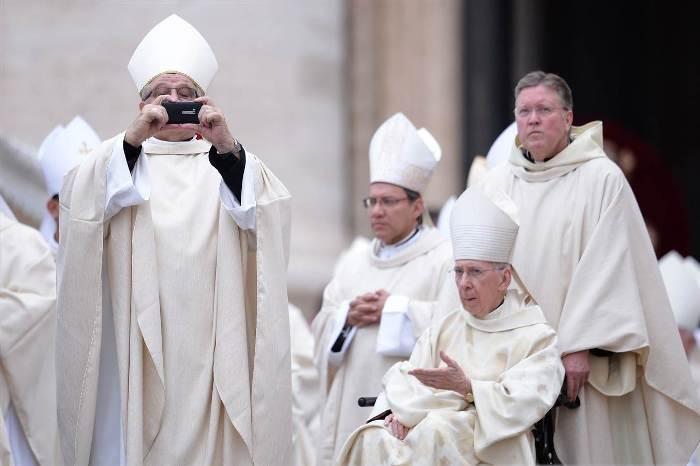 єпископ-фотограф