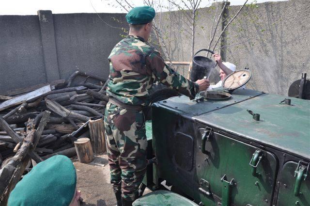 Військові отримали перші розвантажувальні жилети від католиків