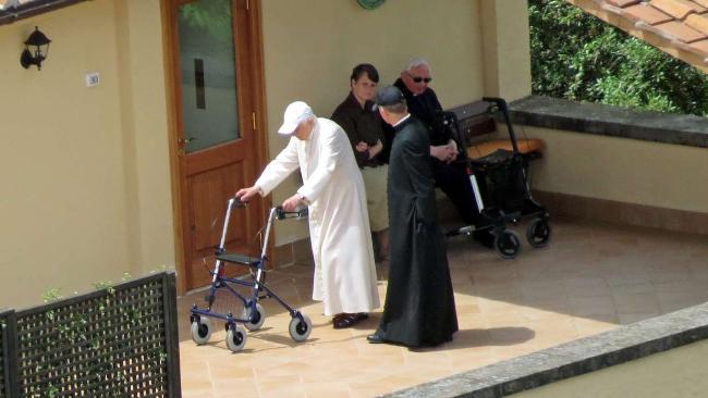 Бенедикт XVI старіє