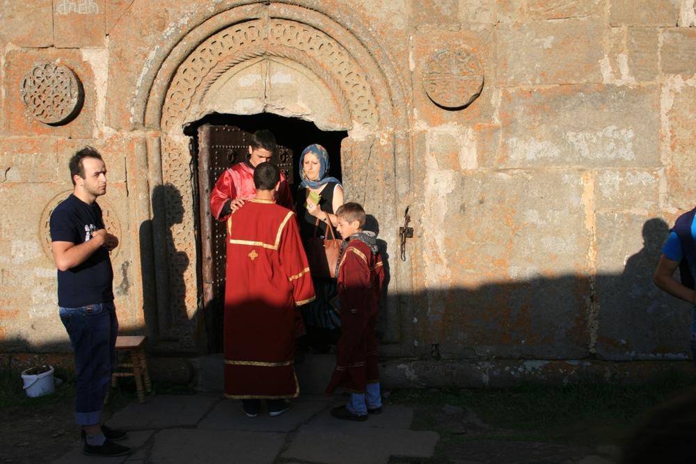 вхід до храму