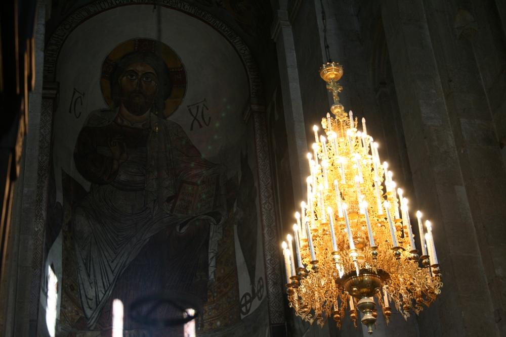 церковна люстра