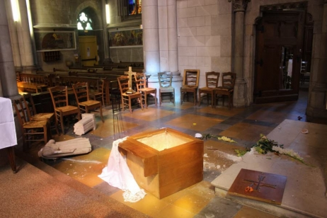 les-autels-ont-ete-renverses-la-basilique-et-l-eglise-photo-le-dl-c
