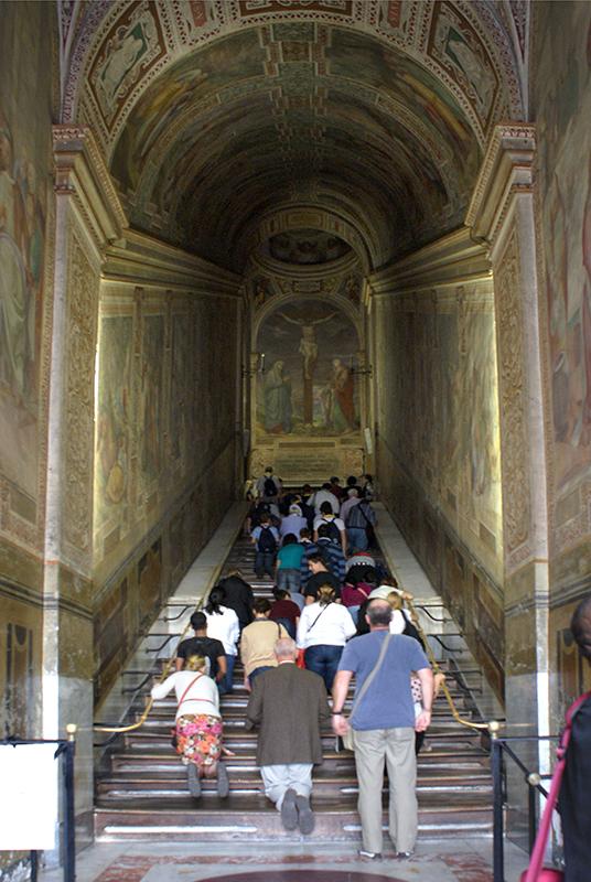 Святі сходи. Фото CREDO