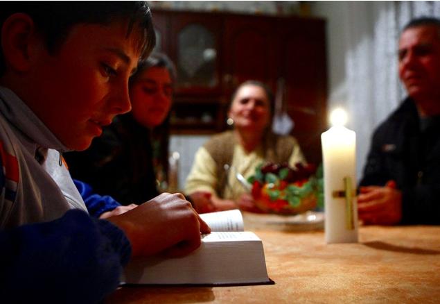 сімя молиться