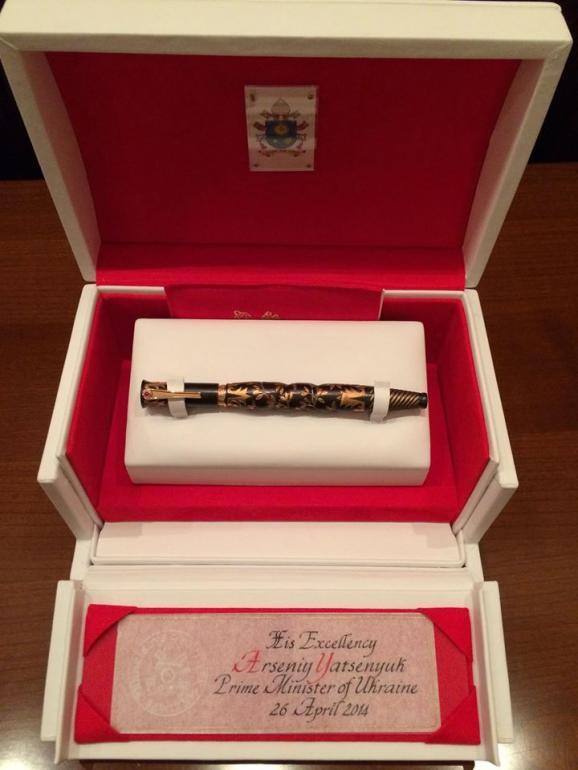 ручка подарована папою для підпису мирних угод