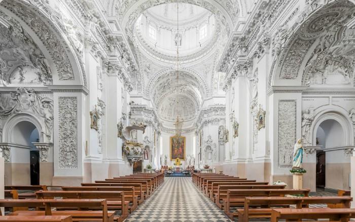 1. Храм свв. Петра і Павла (Вільнюс, Литва)