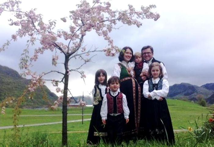 bodnariu-with-their-children