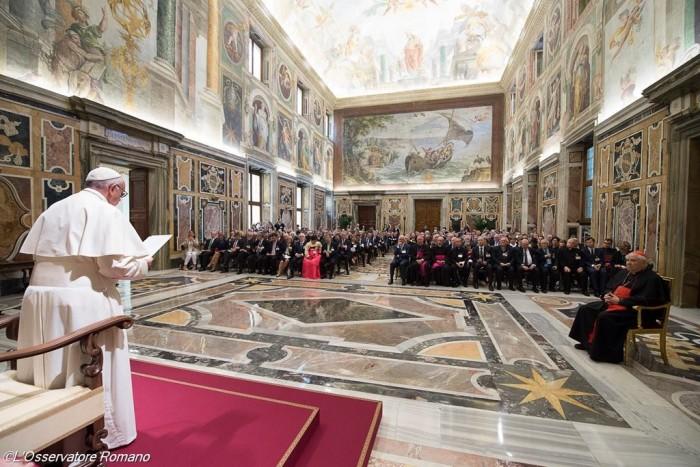 Папа про боротьбу з бідністю та кризу біженців