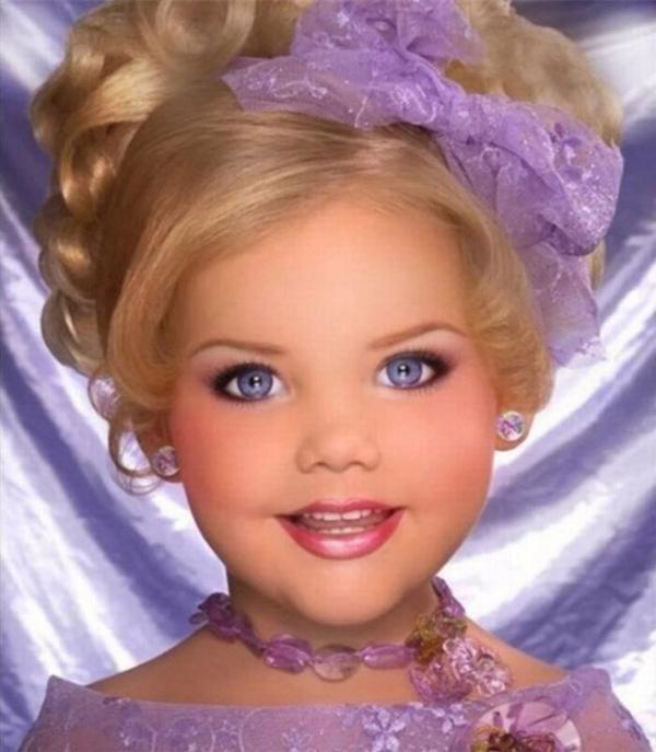 дівчинка модель
