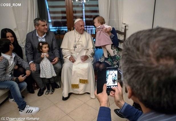 Папа зустрівся з сім'ями колишніх священиків
