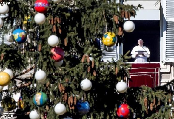 Ангел Господній з Папою. Різдво